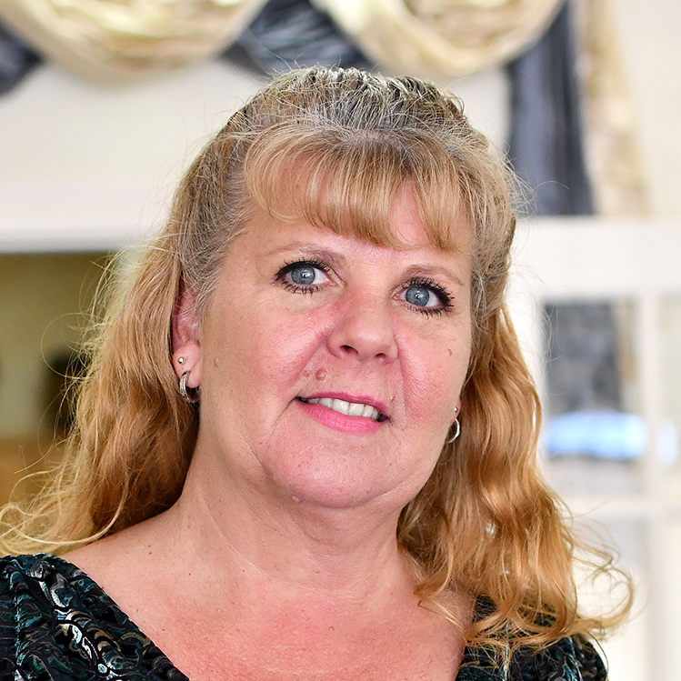 Insurance Agent Sonja works at the Ocala Office